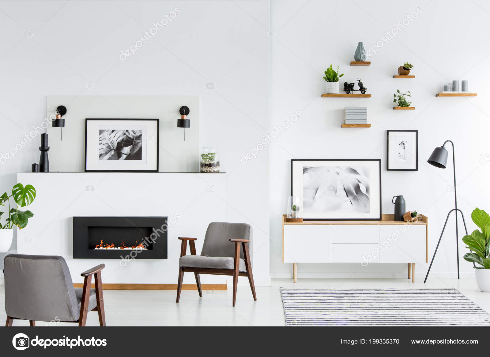 Grijze Fauteuils Witte Ruime Woonkamer Interieur Met Posters Open ...