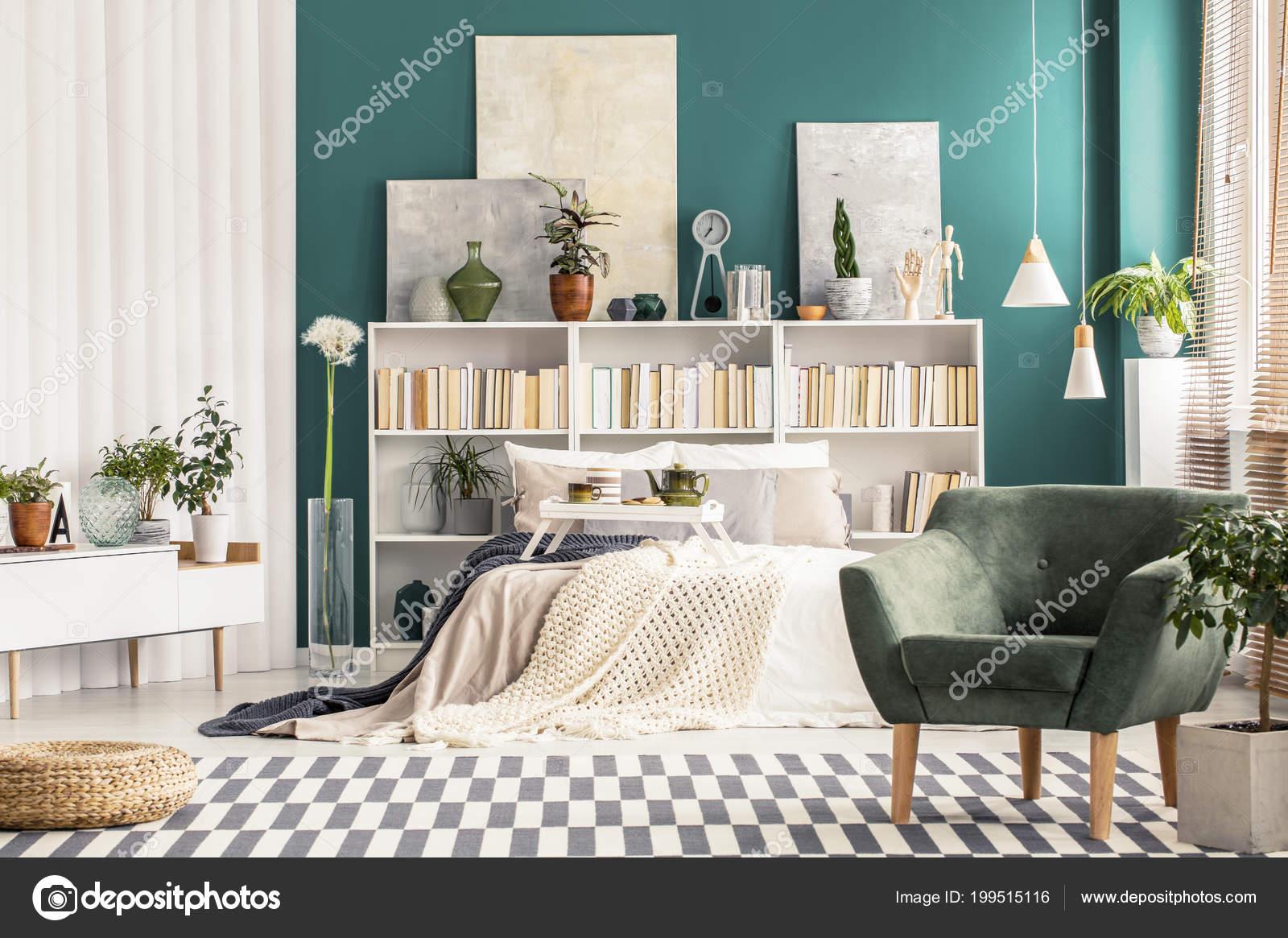 Slaapkamer Groen Wit : Gezellige slaapkamer interieur met meubilair wit scandinavische