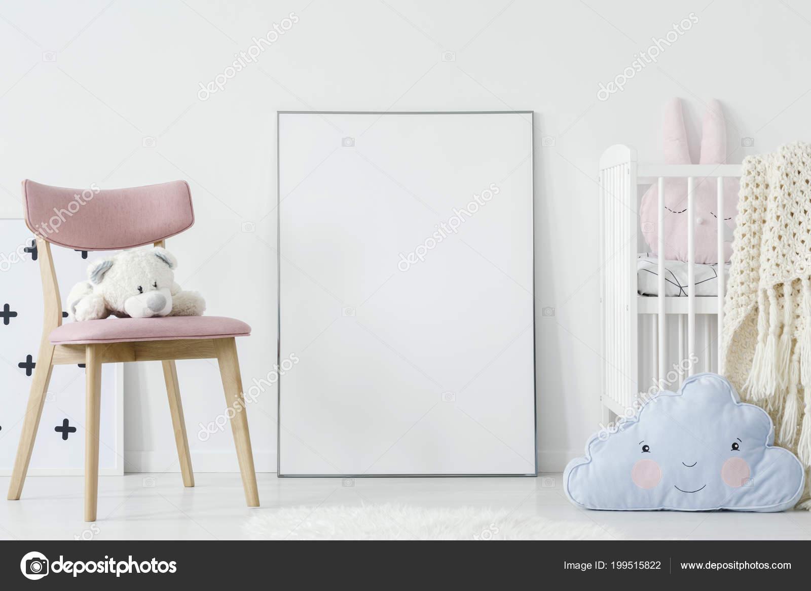 Stoel Voor Kind : Pluche speelgoed roze stoel blauw kussen kind kamer interieur met