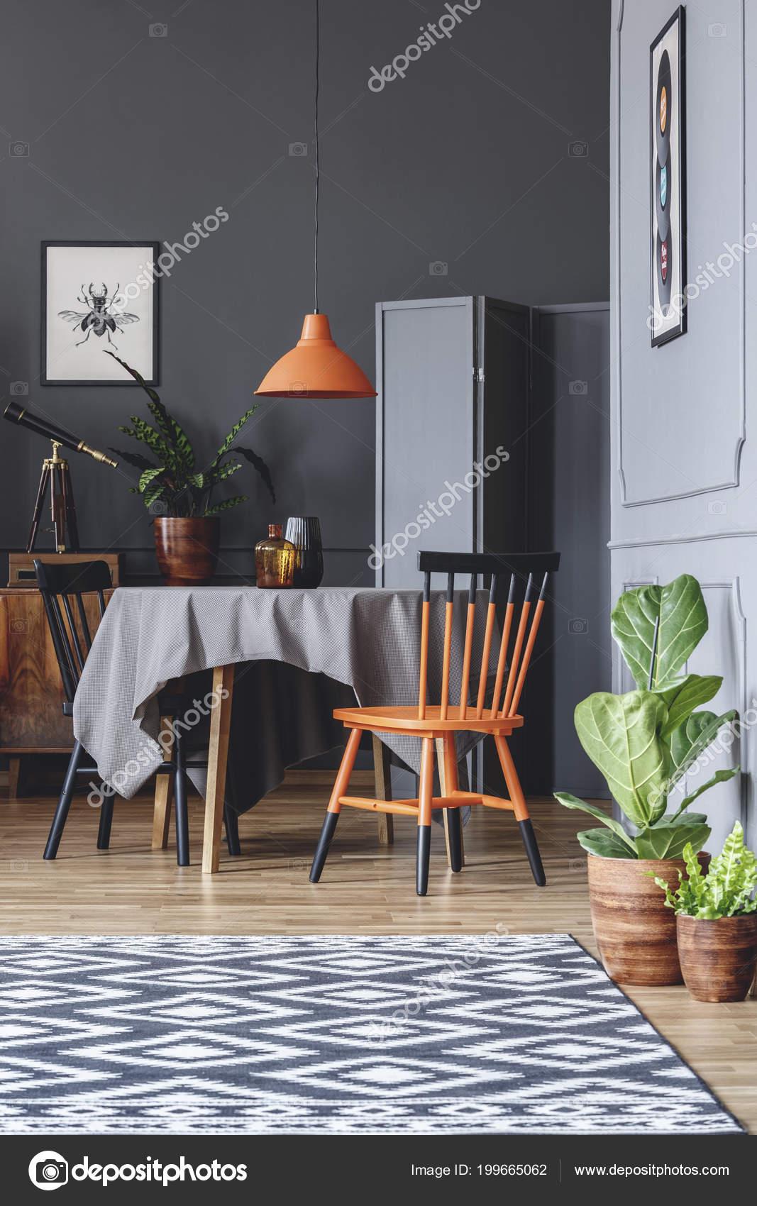 Interieur Salle Manger Avec Une Table Des Chaises Noirs Orange