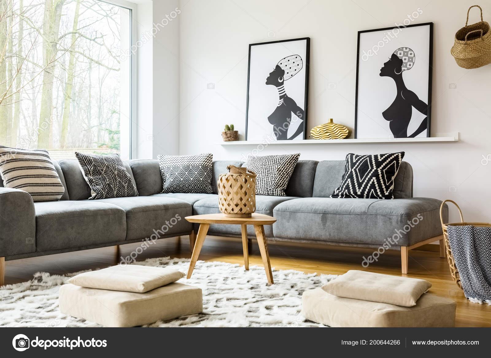 Hocker Auf Teppich Leuchtenden Afrikanischen Wohnzimmer Interieur