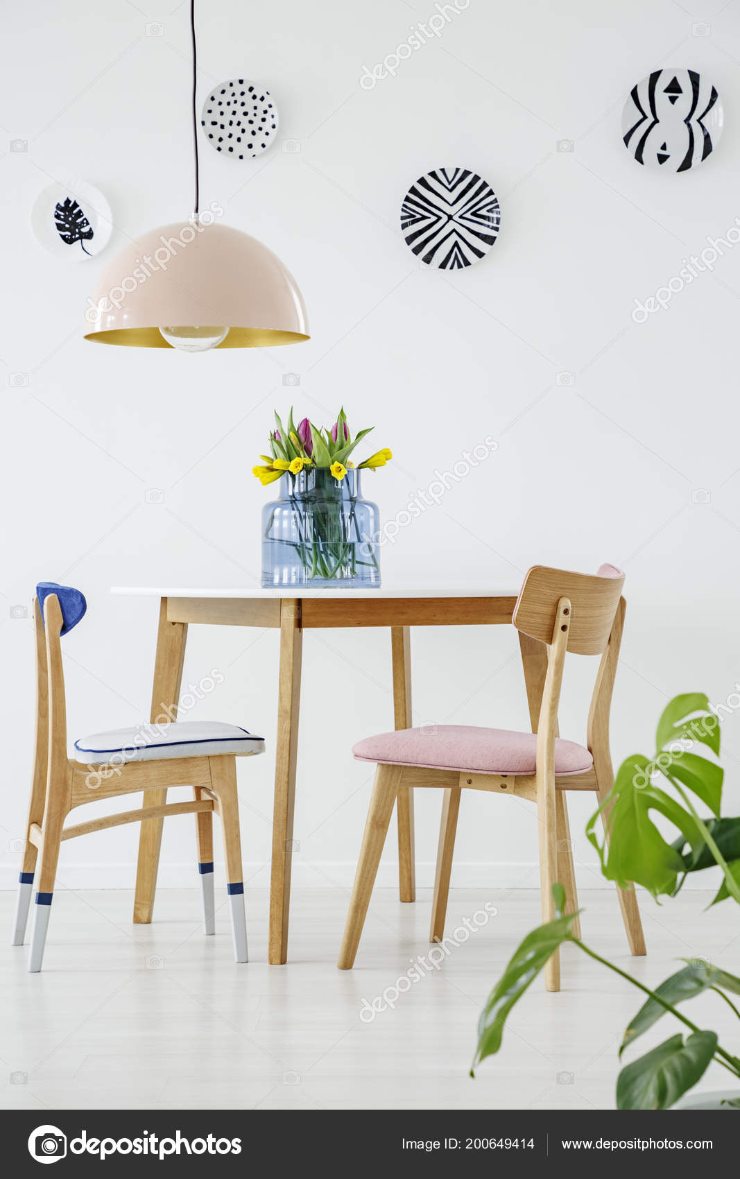 Comedor Color Rosa Con — Azul Mesa Interior Foto Madera Silla Pastel PvmNnwy80O