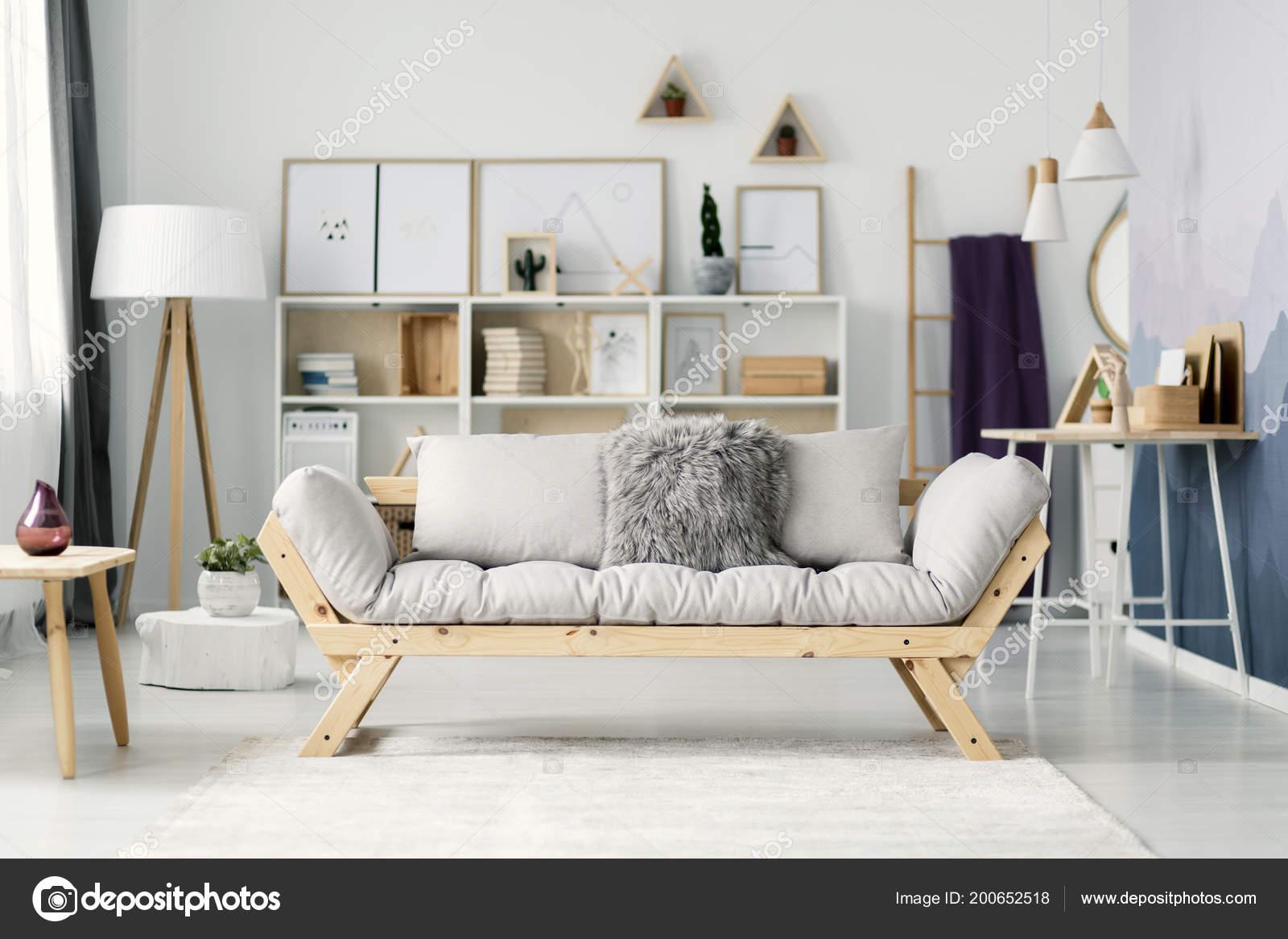 Beige Sofa Hell Scandi Wohnzimmer Interieur Mit Plakaten Auf