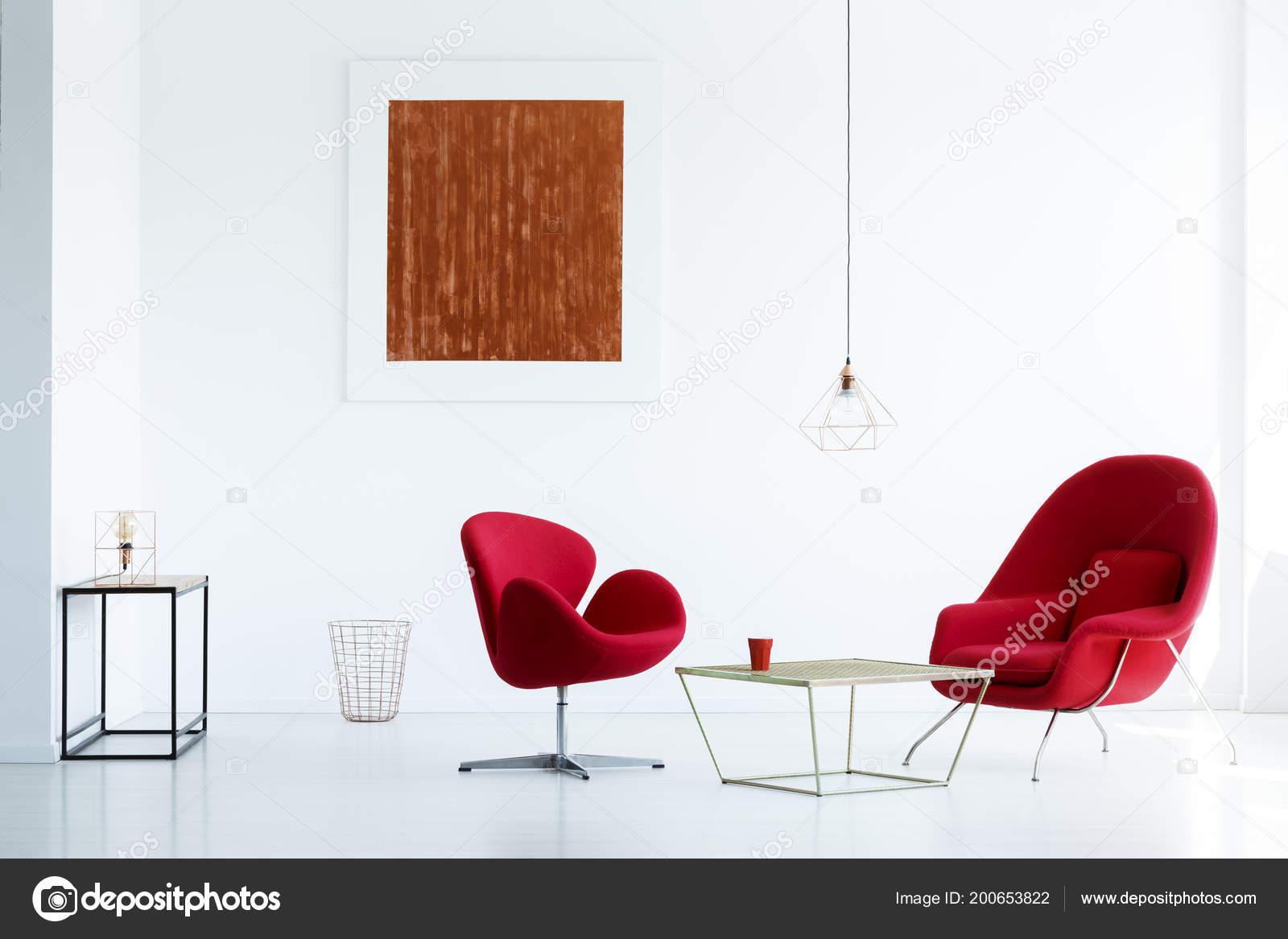 Peinture Rouge Sur Mur Blanc Intérieur Moderne Appartement