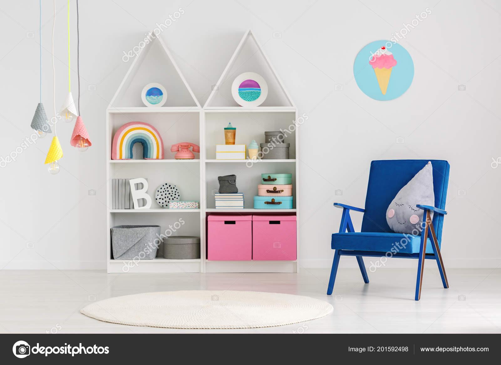 2141407c7db Πολυθρόνα Μπλε Φωτεινό Scandi Παιδικό Εσωτερικό Δωματίου Πολύχρωμα  Φωτιστικά Και — Φωτογραφία Αρχείου