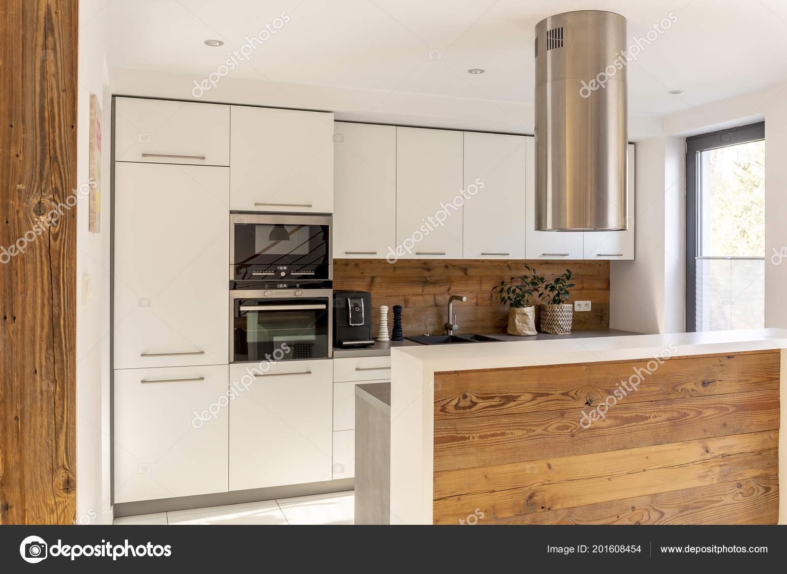 Weiße Moderne Küche Interieur Mit Silber Dunstabzugshaube ...