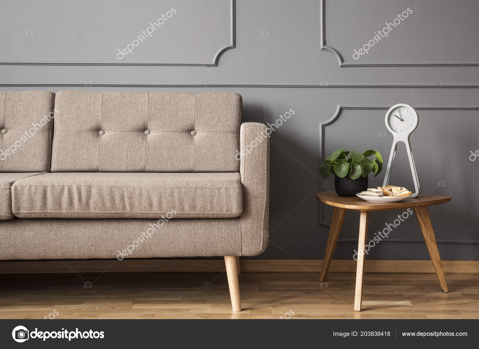 Bemerkenswert Retrosofa Sammlung Von Real Photo Retro Sofa Standing Next Small