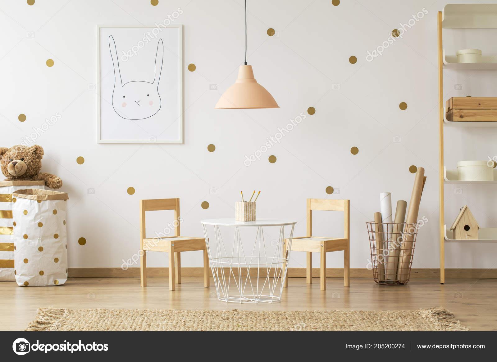 Pastel Lampe Tableau Entre Chaises Intérieur Chambre Enfant Avec ...