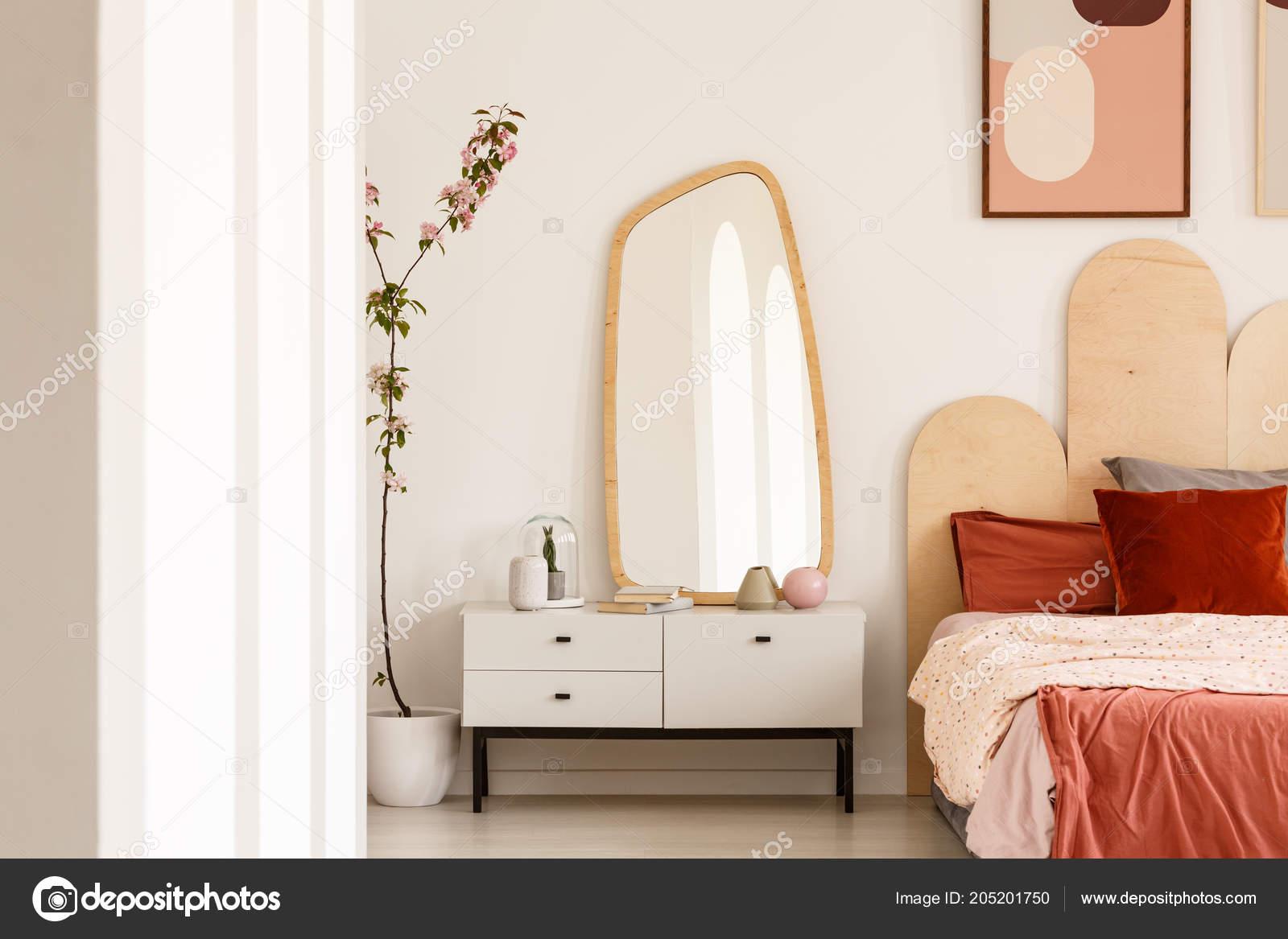 Planter Côté Blanc Coiffeuse Avec Miroir Intérieur Chambre Rouge ...