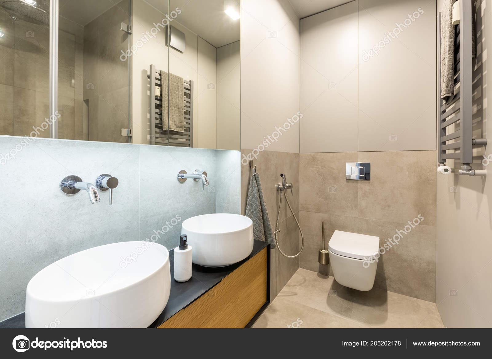 Stilvolles Modernes Badezimmer Interieur Mit Beige Marmor Fliesen ...