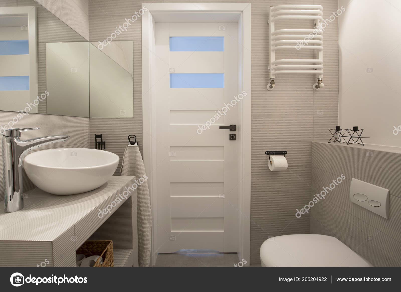 Miroir Dessus Lavabo Intérieur Beige Salle Bain Avec Porte ...
