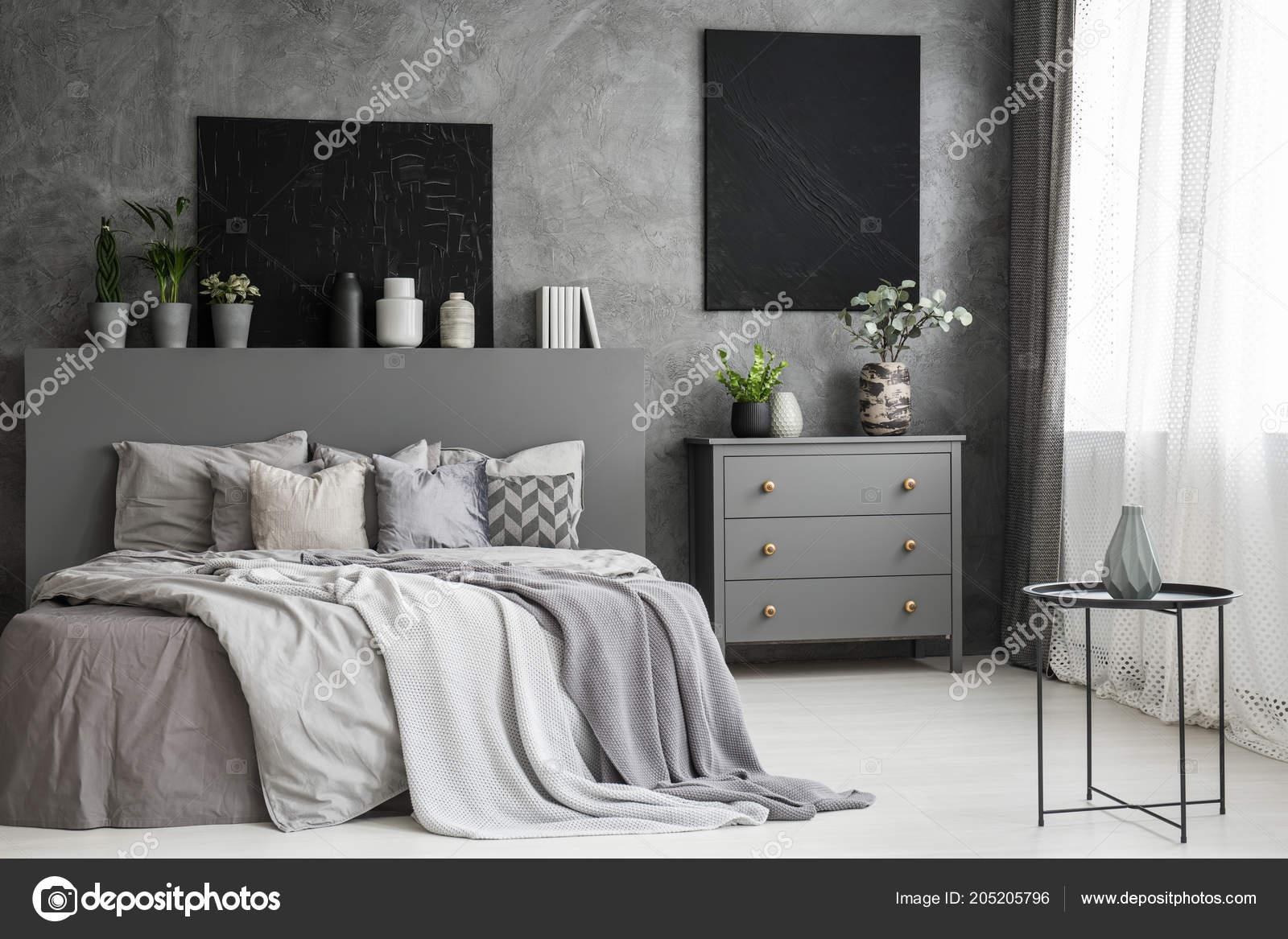 Schwarze Bilder Galerie Auf Einer Strukturierten Graue Wand ...