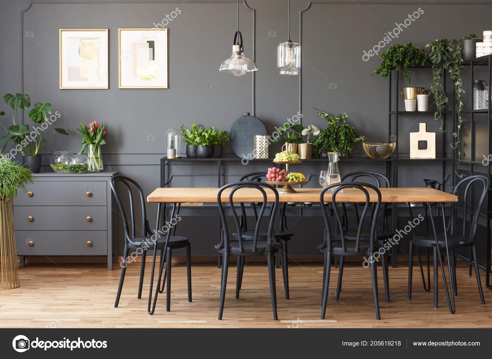 Photo Réelle Une Décoration Salle Manger Gris Noir Avec Des ...