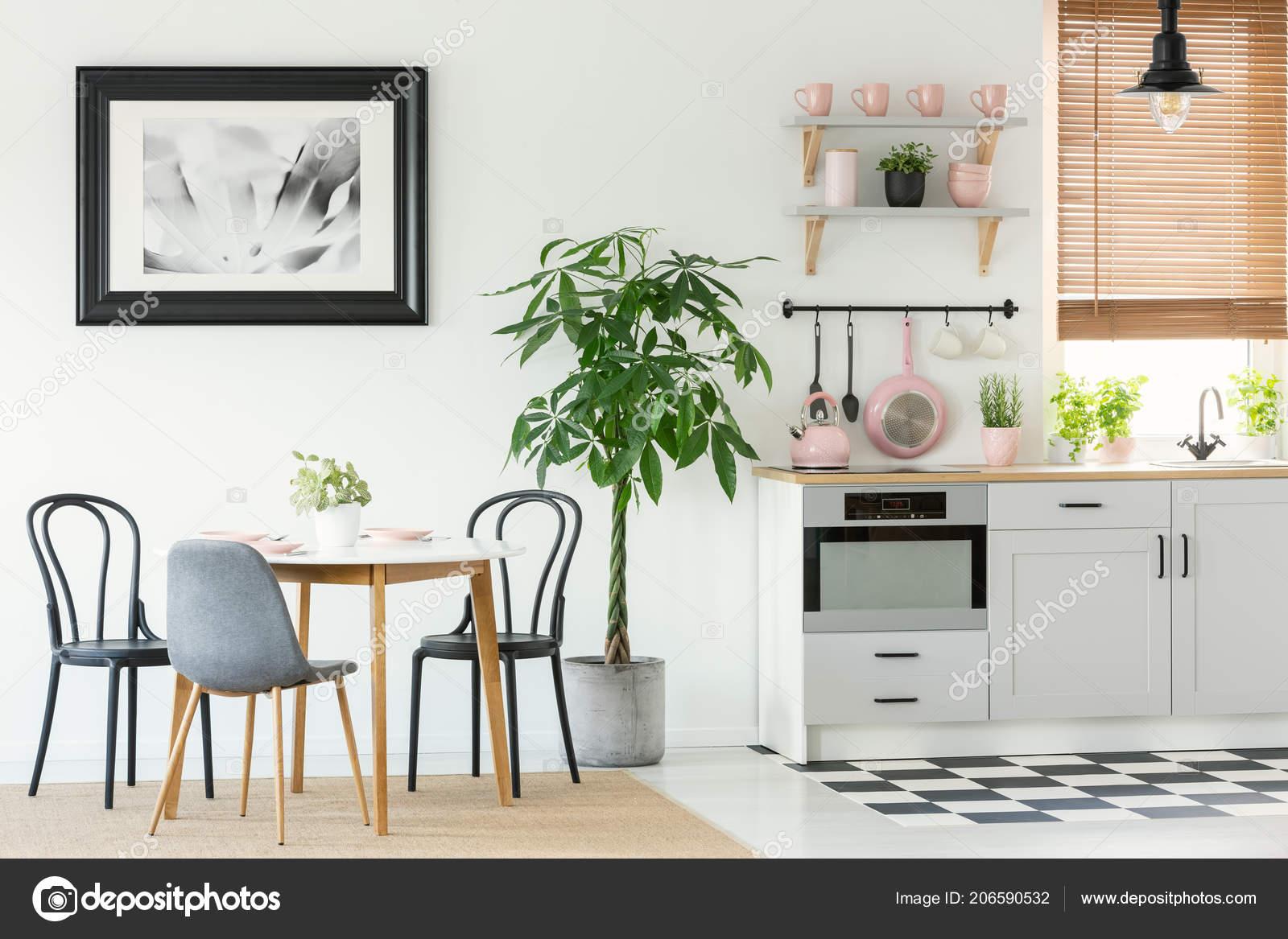 Open ruimte interieur van eetkamer met een tafel stoelen