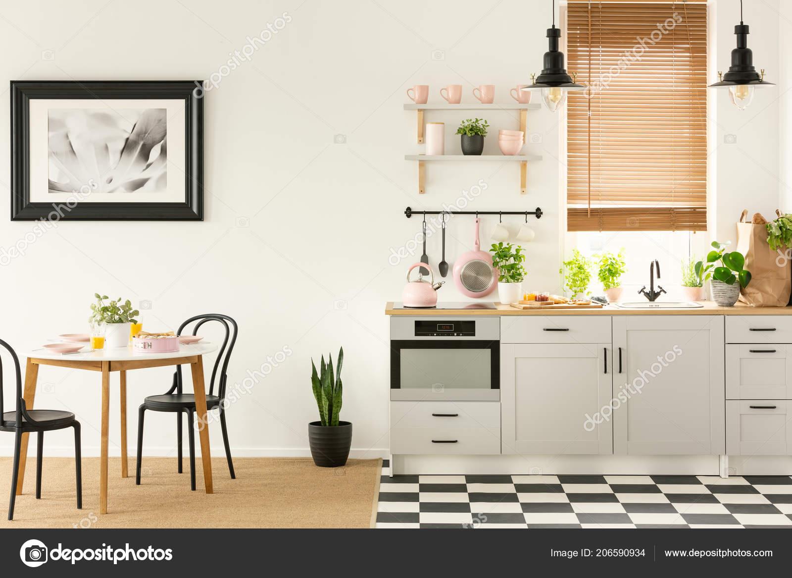 Foto reale una cucina open space sala pranzo con piastrelle u foto
