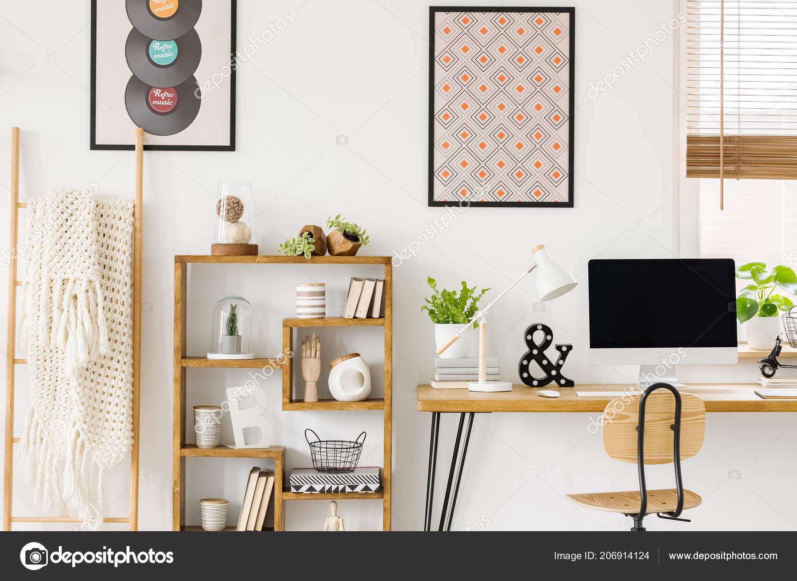 Posters Per Camera Da Letto : Coperta accogliente una scala una libreria legno con decorazioni