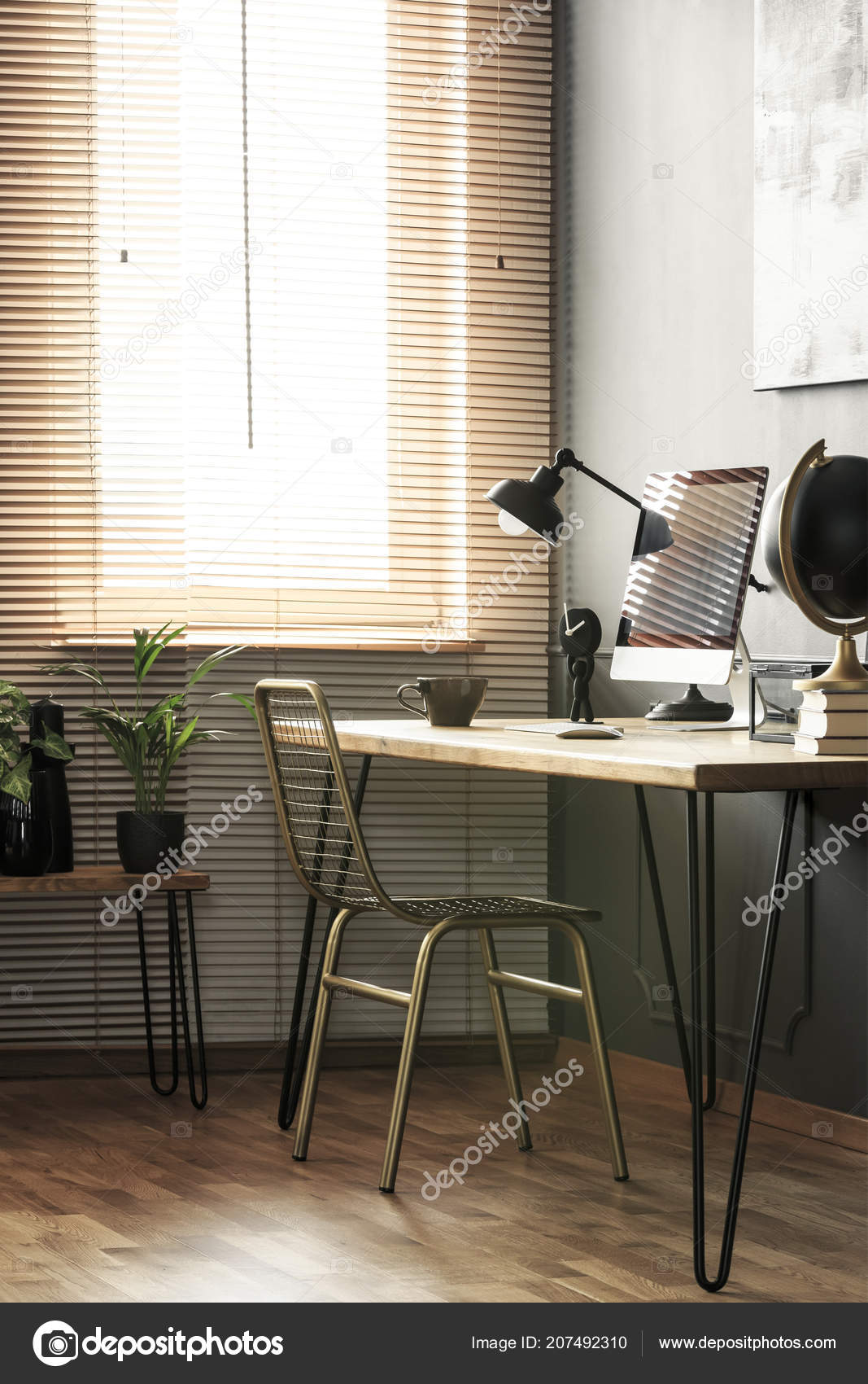 Echtes Foto Von Haarnadel Schreibtisch Mit Lampe Home Office