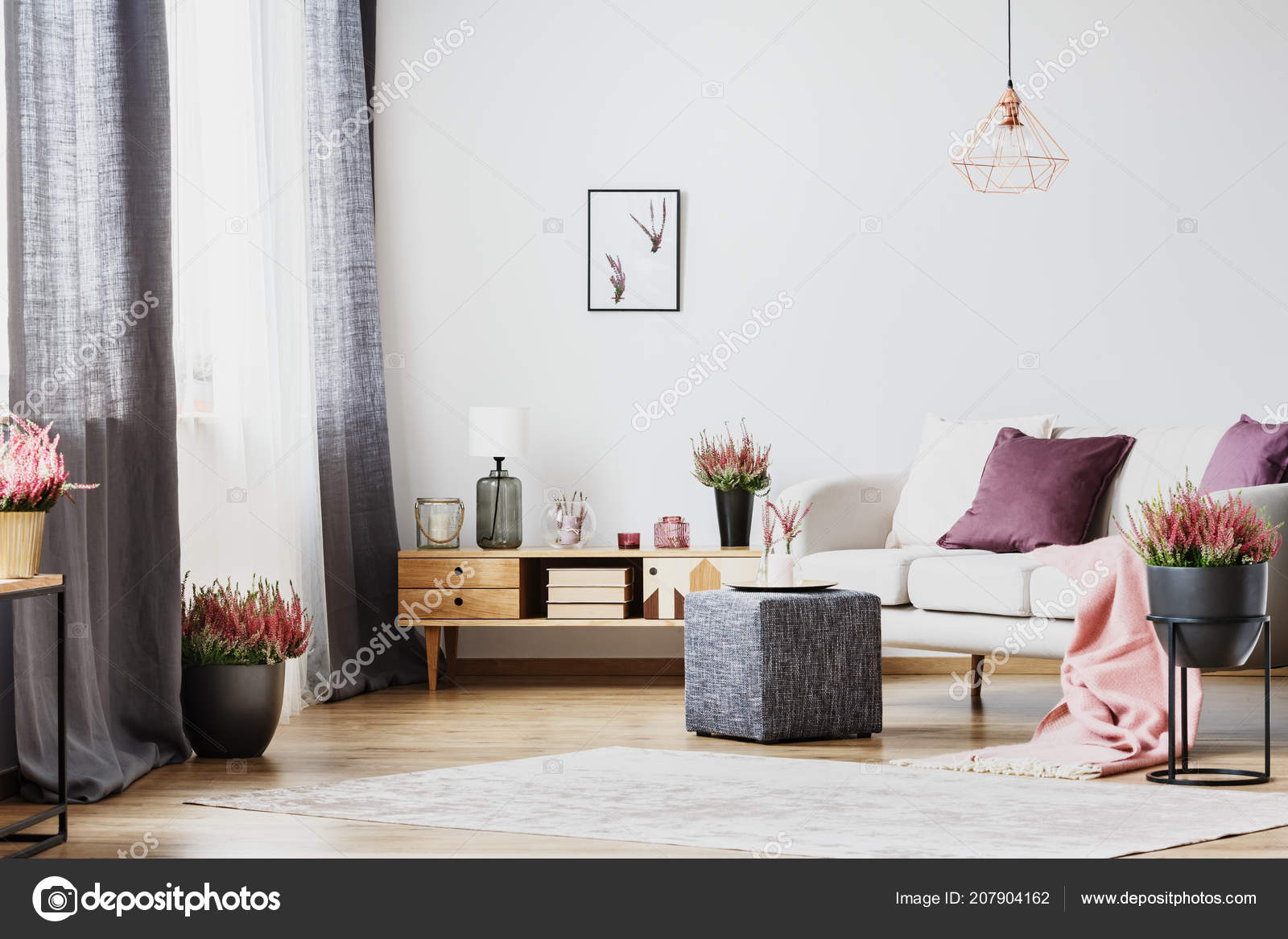 Witte Kast Woonkamer : Houten kast witte bank het interieur van een woonkamer met