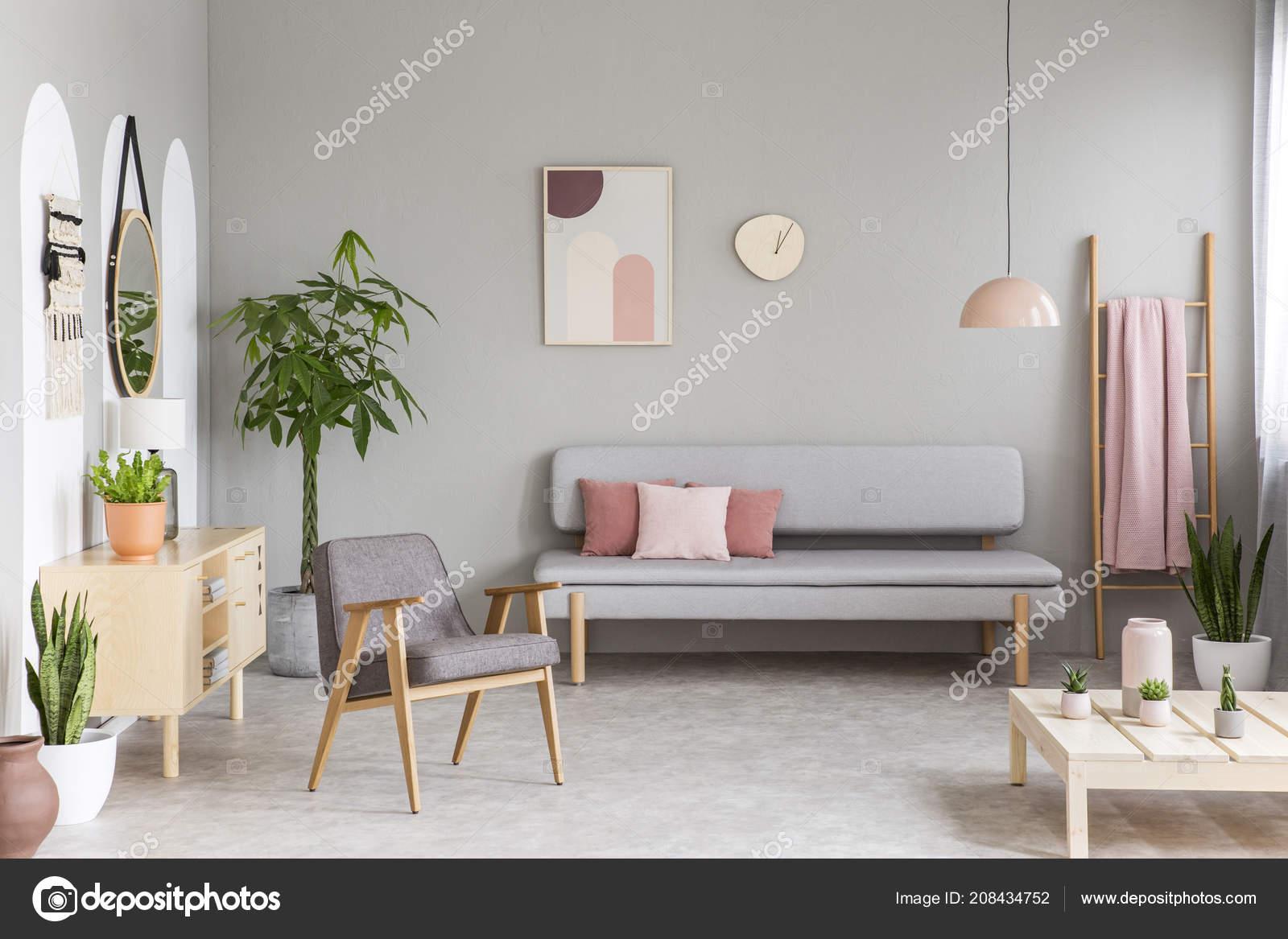 Exquisit Sofa Pastell Sammlung Von Mit Rosa Kissen Echtes Foto Von Grauen