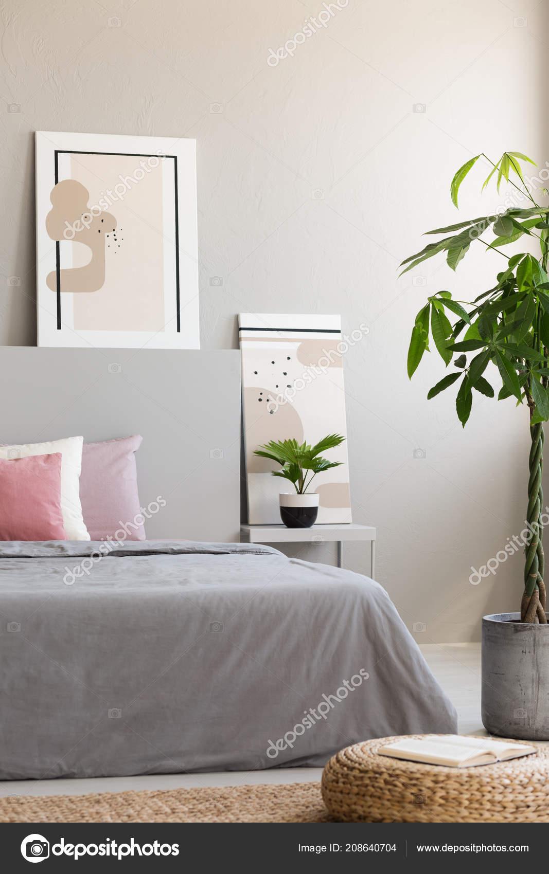 Palm Pouf Côté Lit Intérieur Minimal Chambre Gris Rose Avec