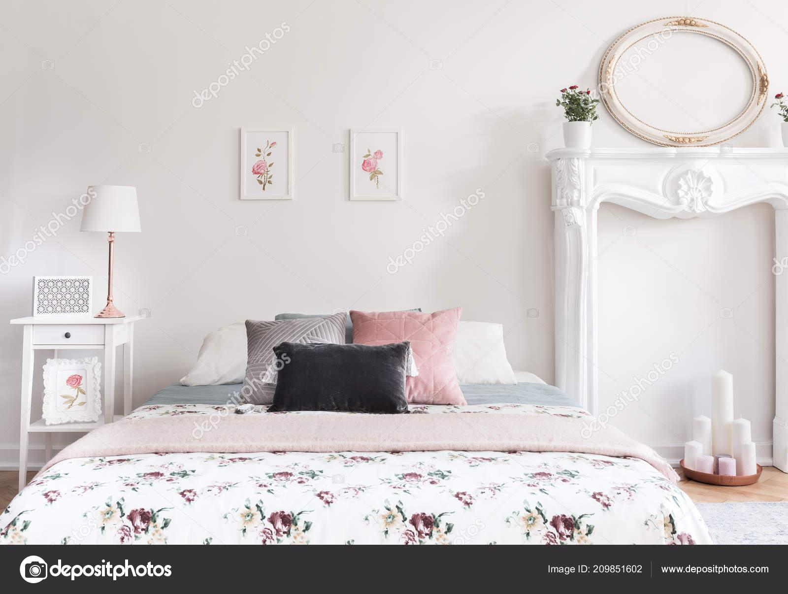 Vraie Photo Intérieur Chambre Coucher Style Anglais Féminin Lumineux ...