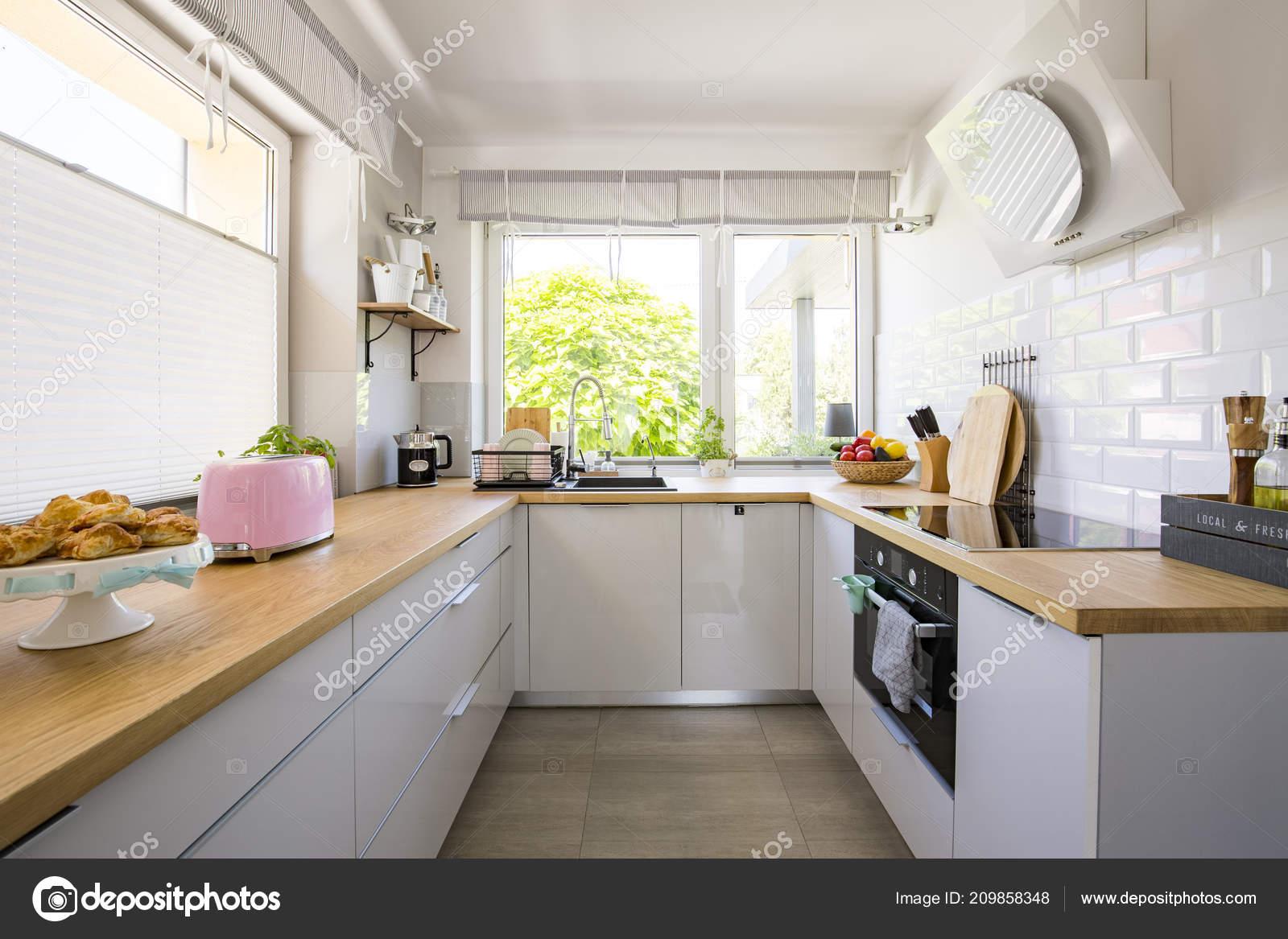 Hervorragend Windows Weißen Küche Interieur Mit Grauen Schränke Und Hölzerne EX07