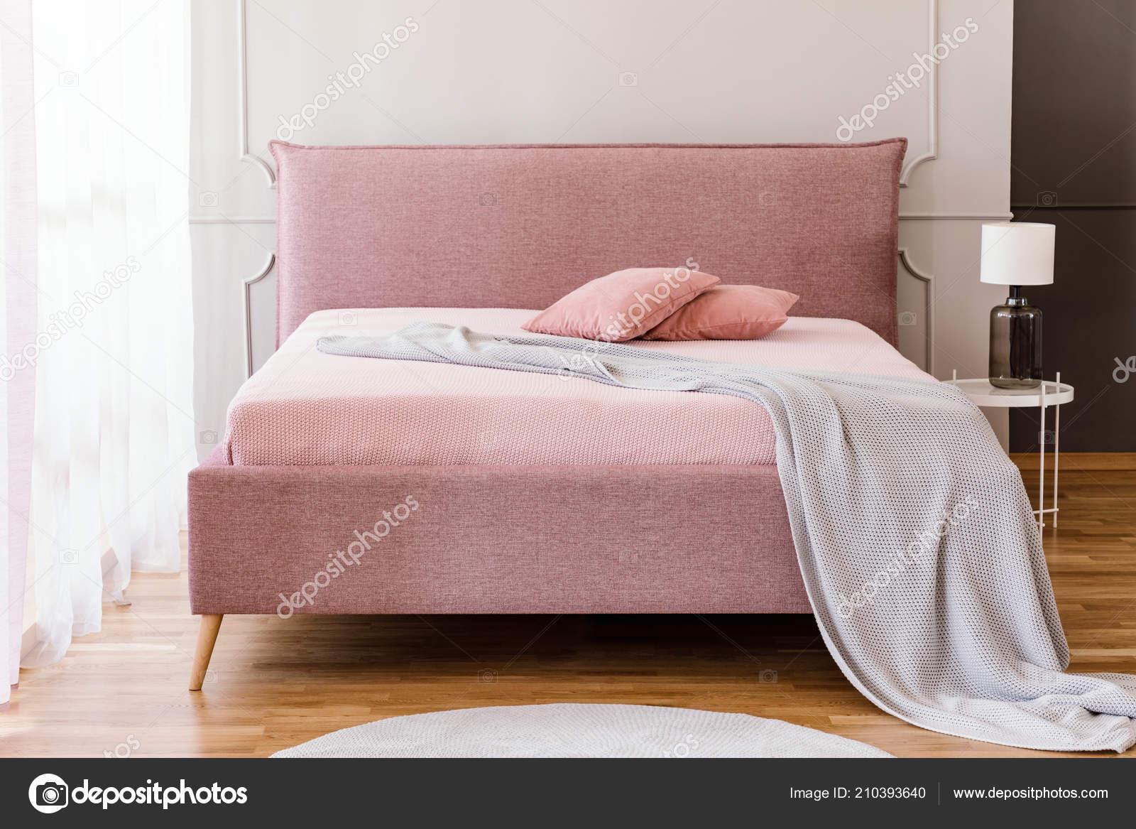 Vraie Photo Pastel Rose Lit King Size Avec Couverture Tricot