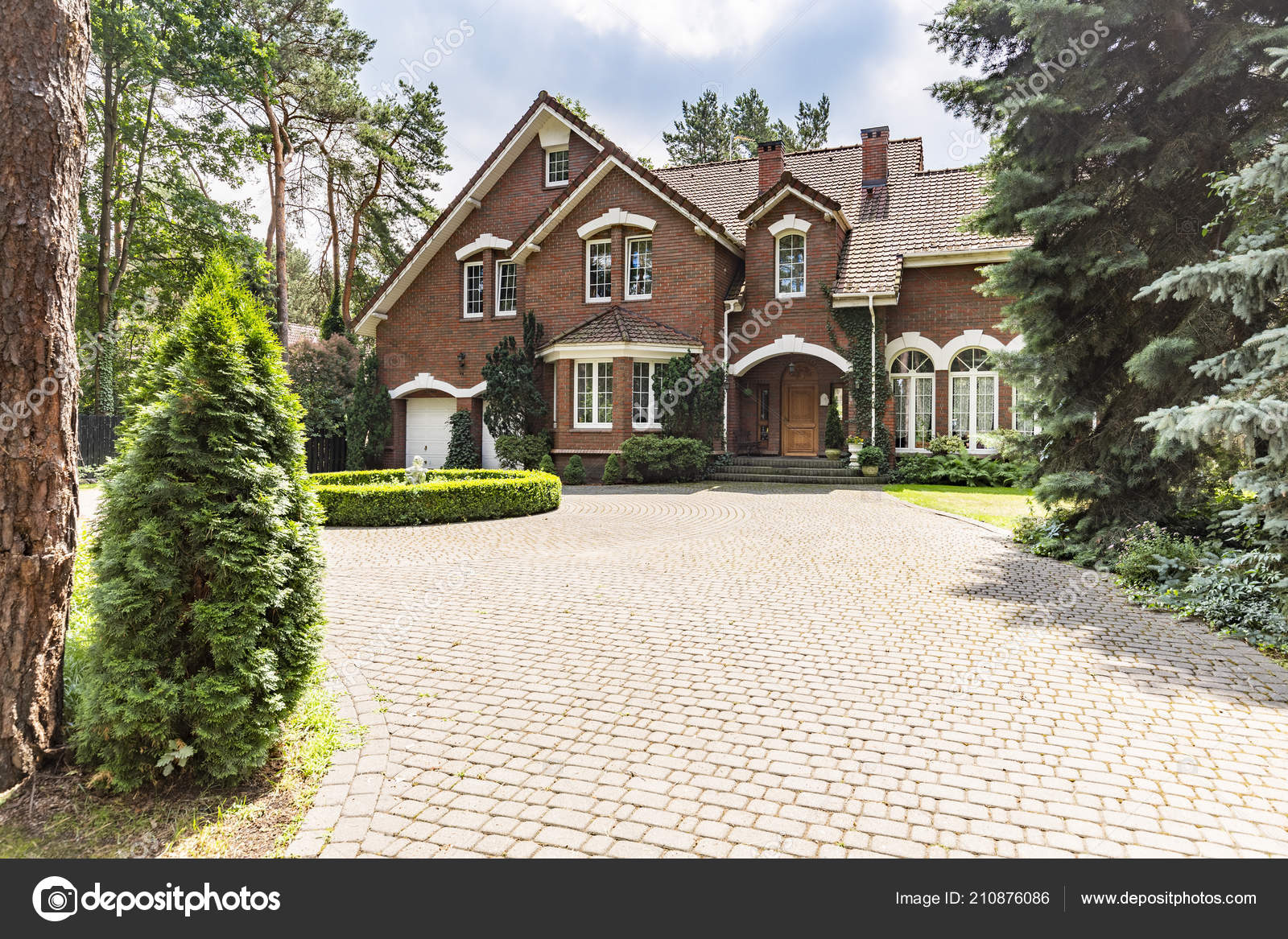 Large Cobbled Driveway Front Impressive Red Brick English Design Mansion Stock Photo C Photographee Eu 210876086
