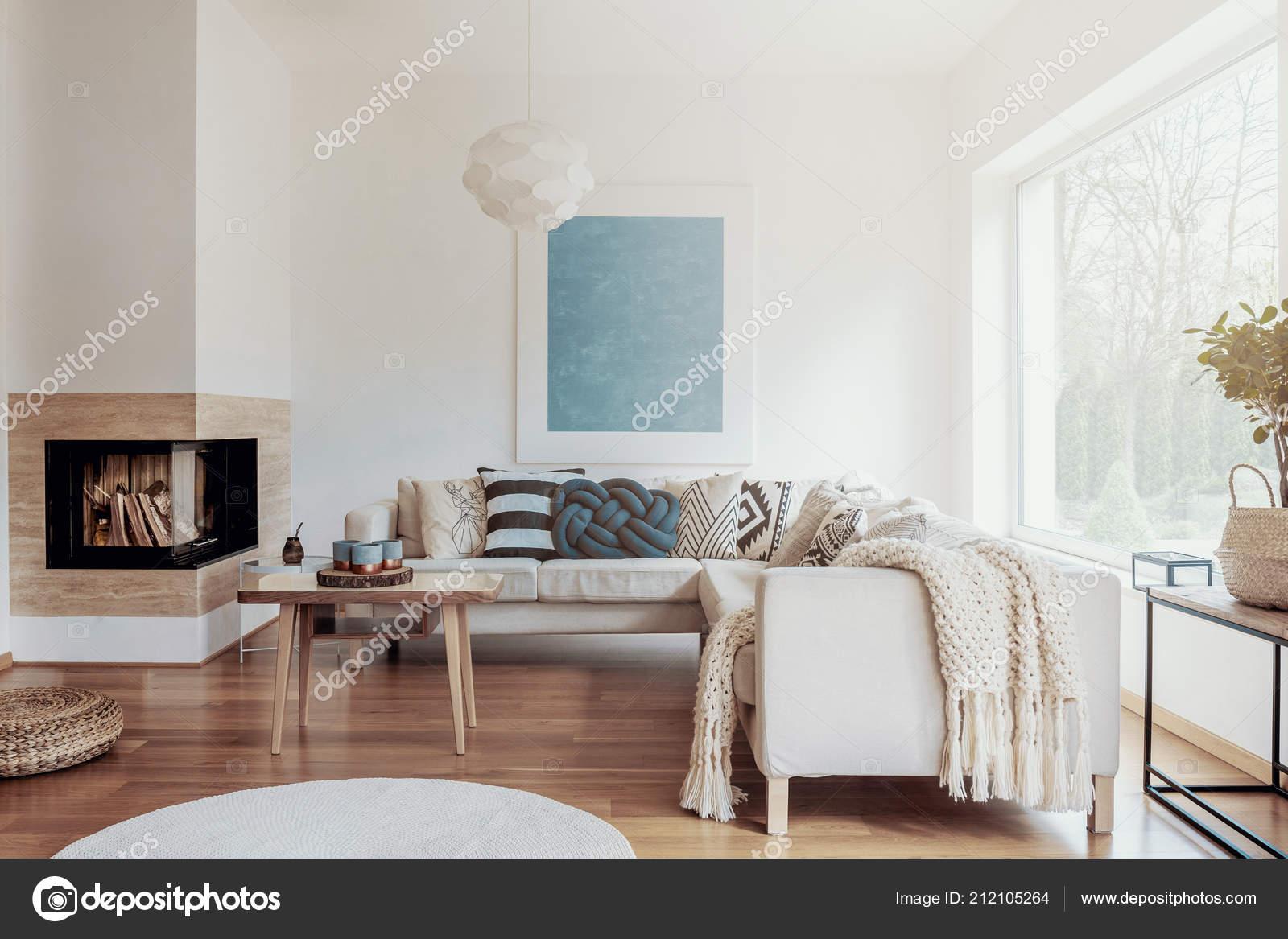 Cheminee Angle Moderne Dans Decor Salon Ensoleille Paisible Aux Murs