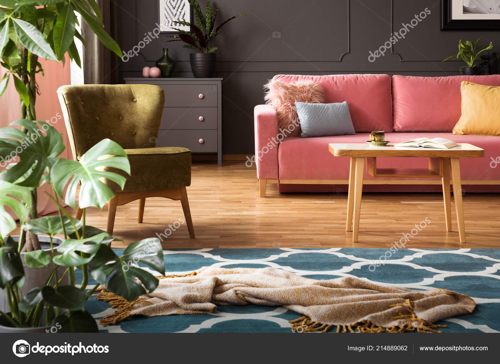 Echtes Foto Von Decke Platziert Auf Marokkanische Spalier Teppich ...