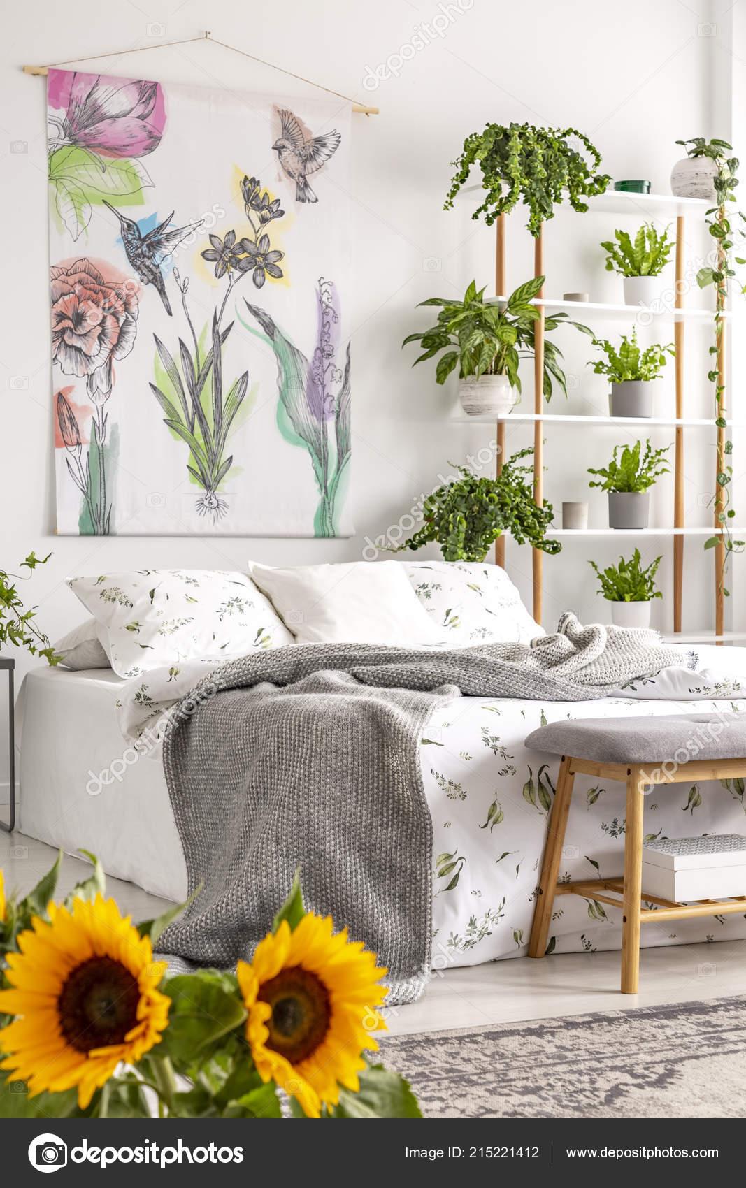 Großstadtdschungel Schlafzimmer Innenraum Mit Sonnenblumen ...