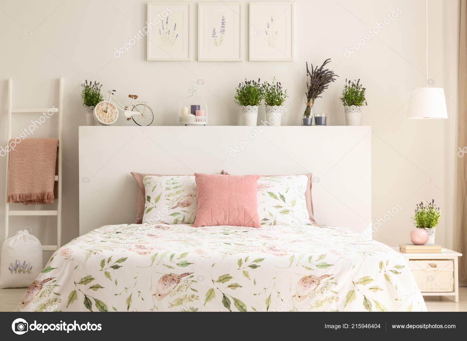 Poduszka Wzorem Pink łóżko Zagłówkiem Sypialni Białe Wnętrze