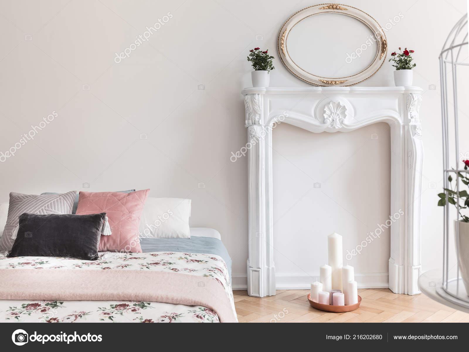 Intérieur Chambre Coucher Style Anglais Avec Pastels Oreillers ...