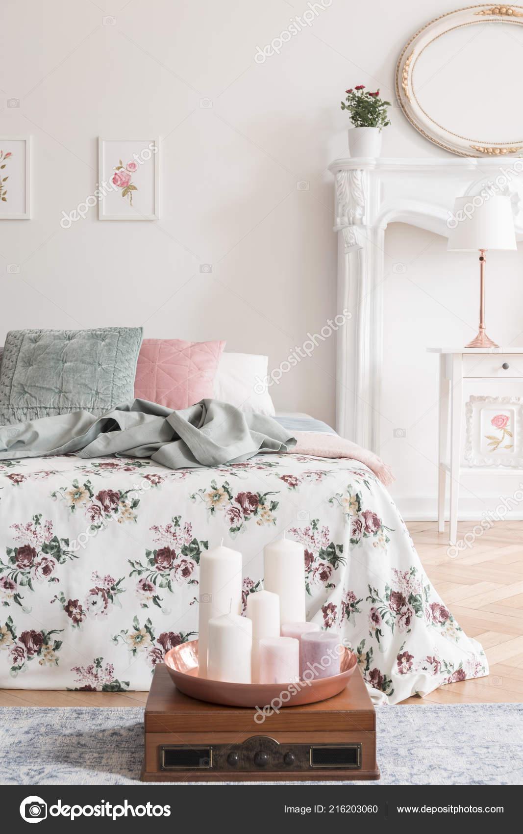 Englisch Stil Schlafzimmer Innenraum Mit Einem Bett Bekleidet Mit