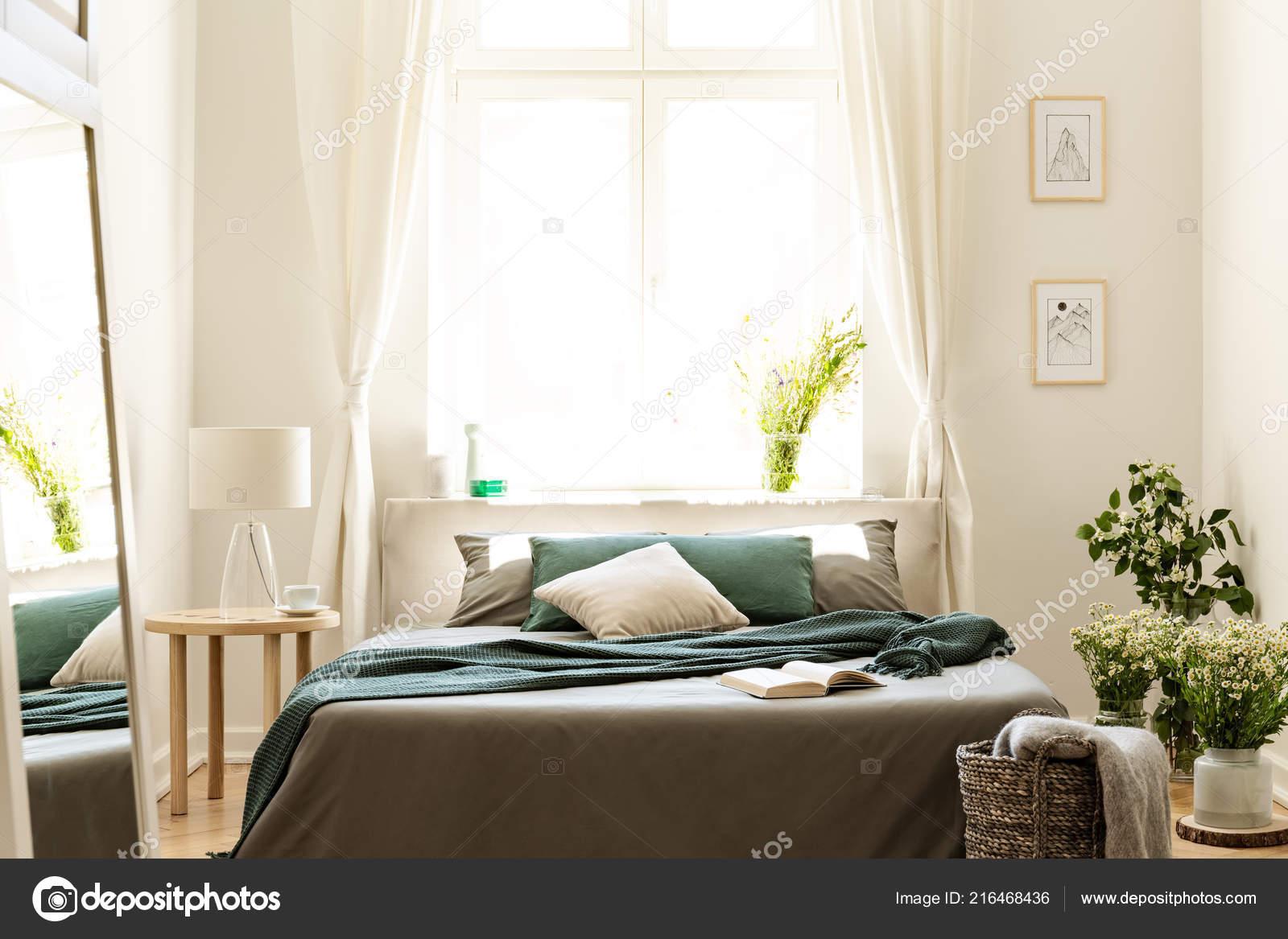 Intérieur Chambre Coucher Couleurs Nature Avec Grand Lit Lin Gris ...