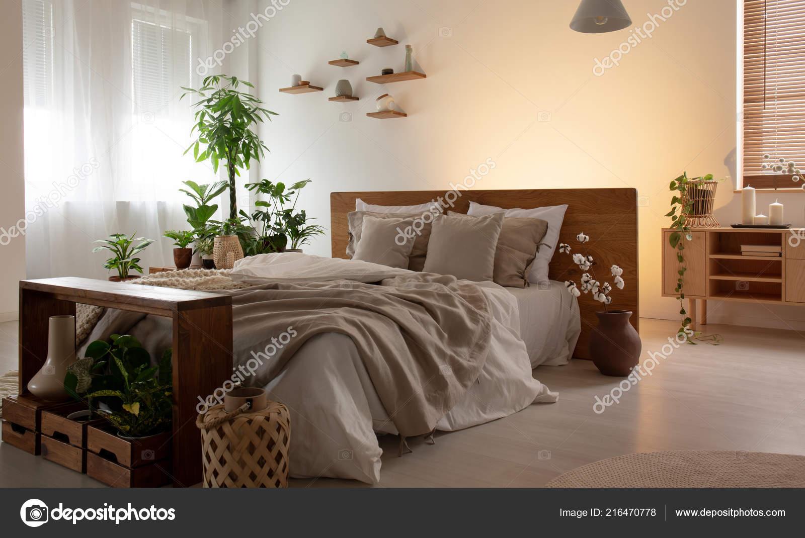 Echtphoto Innenministerium Ein Romantisches Schlafzimmer Mit Einem ...