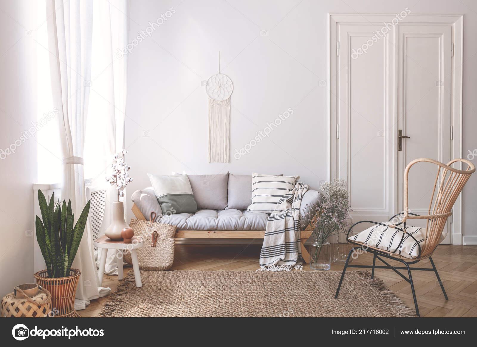 Divano In Lino Bianco : Divano legno con cuscini salotto bianco interno con pianta poltrona