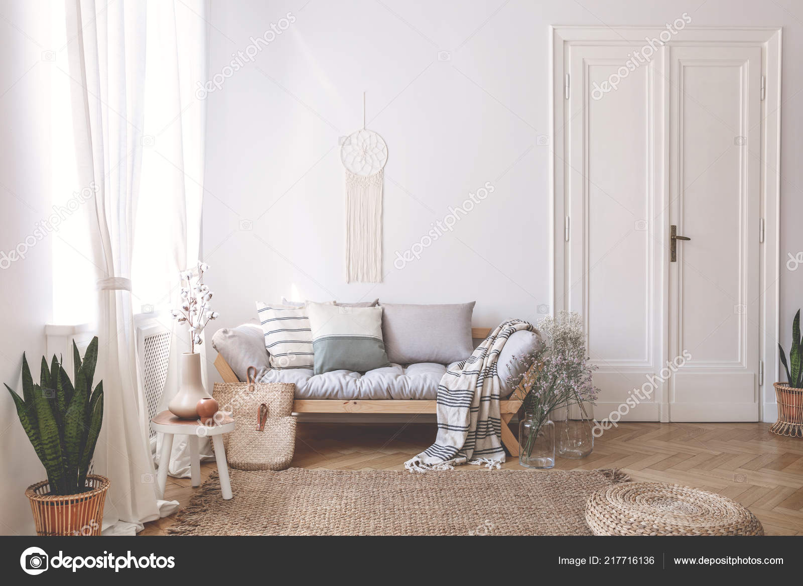 Couverture Oreillers Sur Sofa Bois Interieur Loft Blanc Avec Pouf