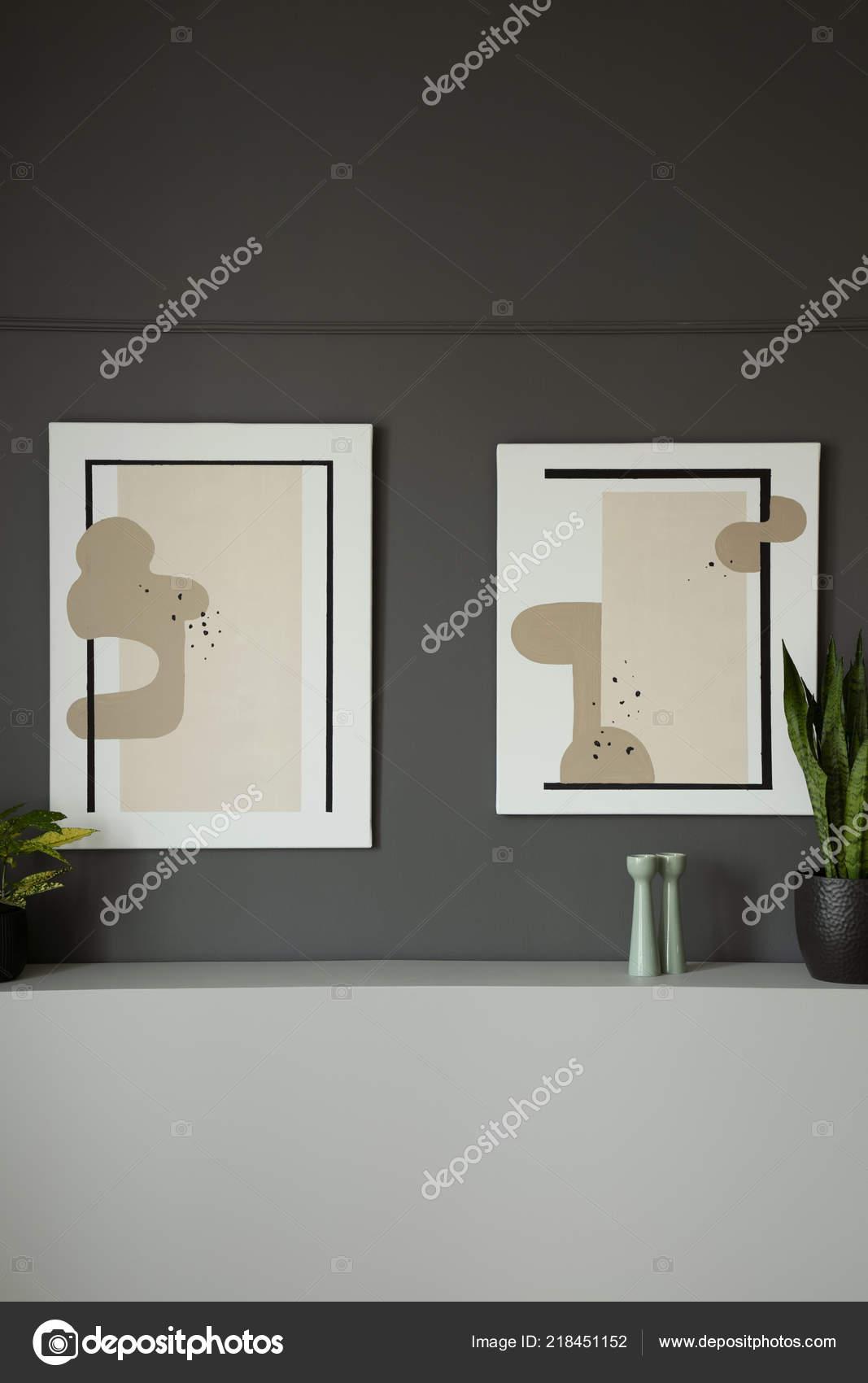 Muur Plank Voor Schilderijen.Moderne Schilderijen Grijze Muur Boven Een Plank Met Planten Een