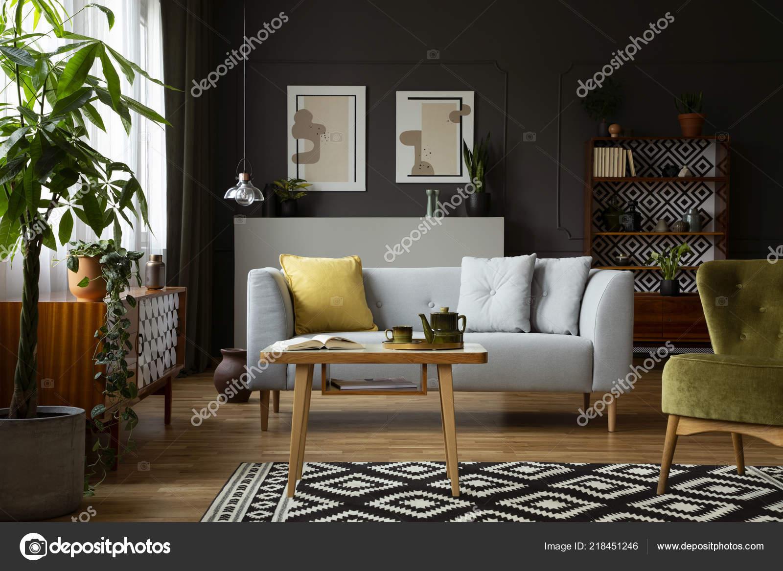 Echtes Foto Von Einem Vintage Wohnzimmer Interieur Mit Tisch