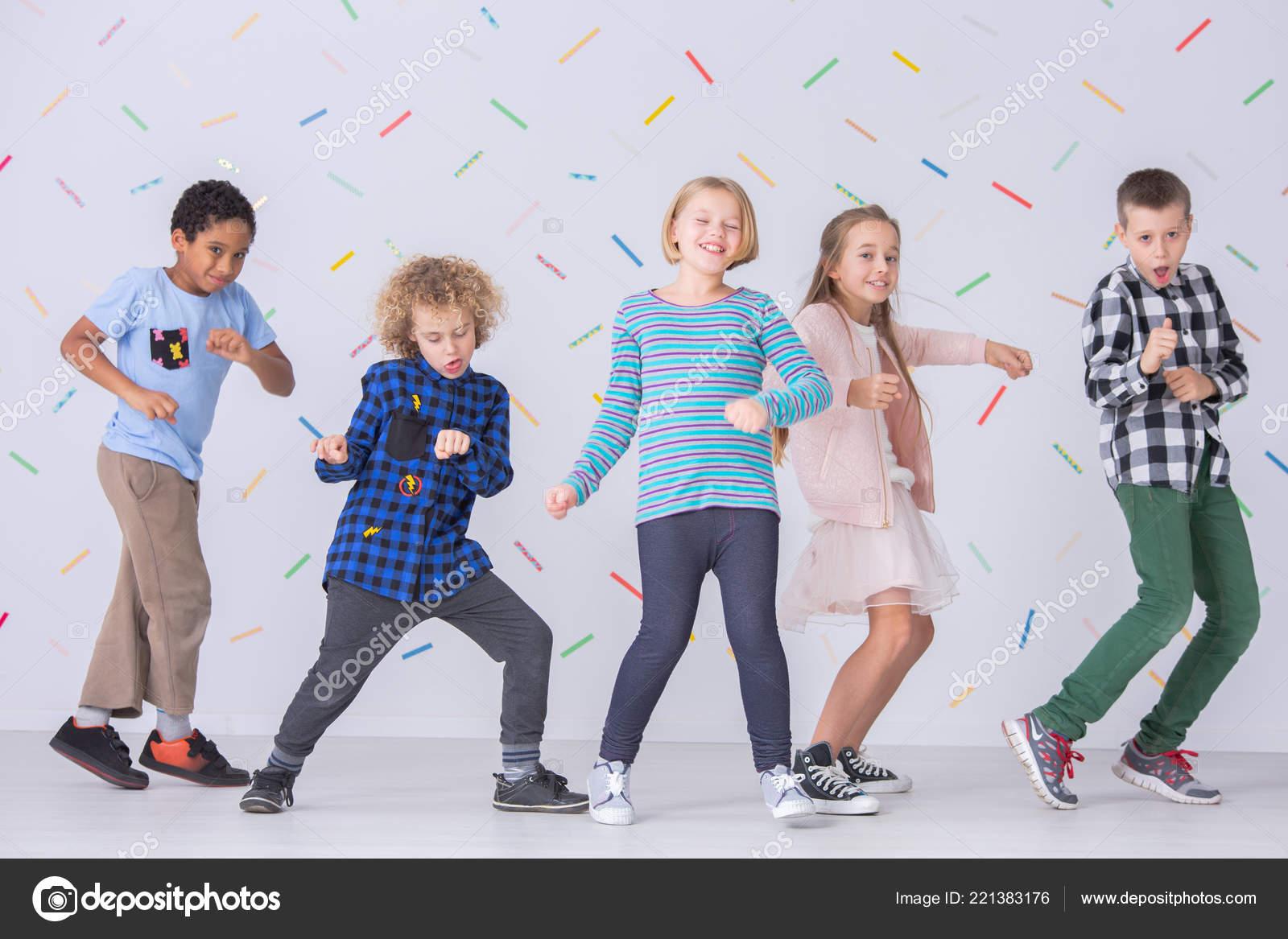 Girls And Boys Wallpaper Girls Boys Dancing Together School