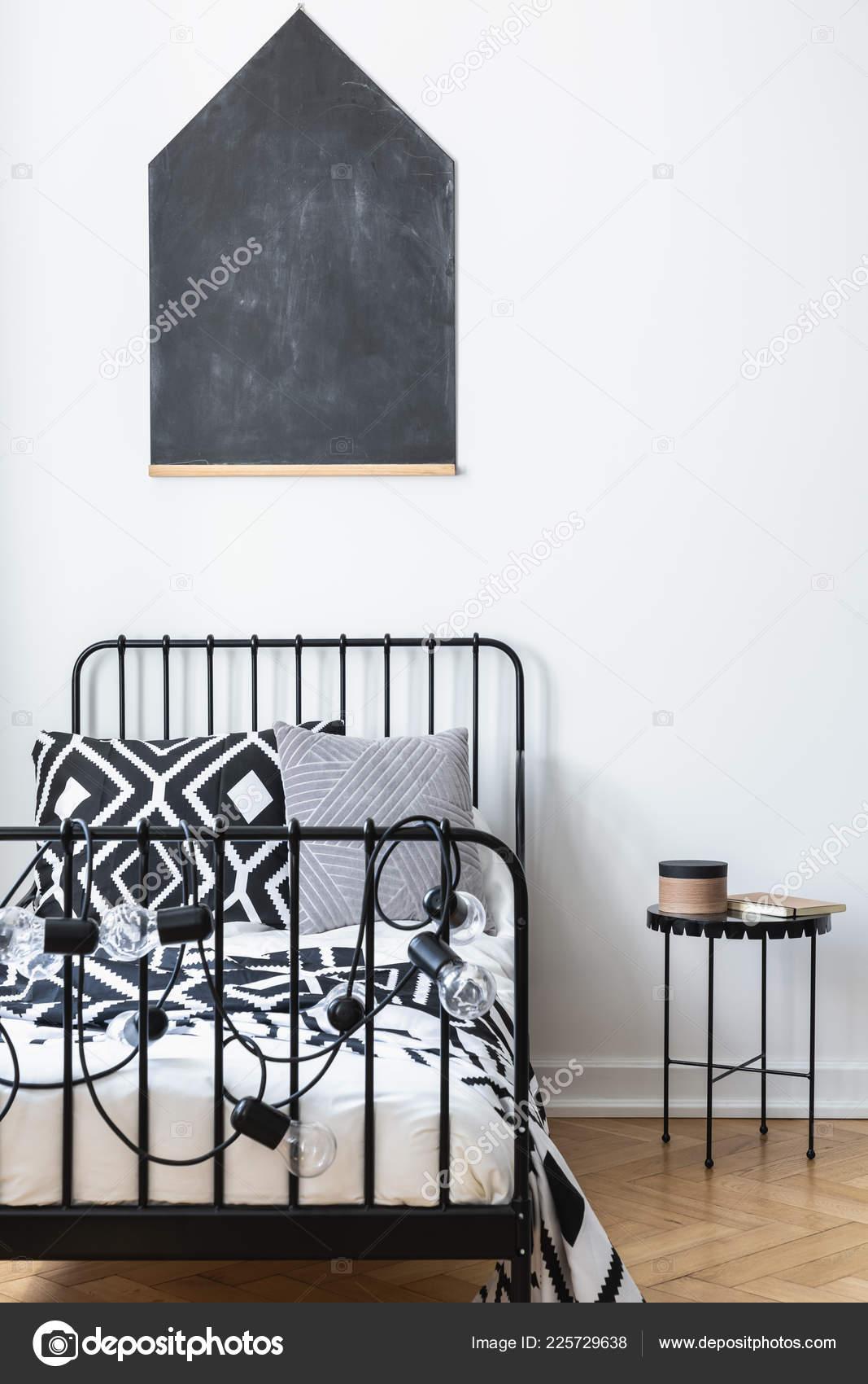 Affichage Vertical Tableau Noir Sur Mur Chambre Adolescents Avec ...