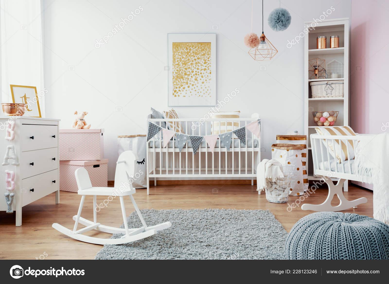 Chambre Bébé Lumineux Avec Tapis Mobilier Blanc Gris Sur