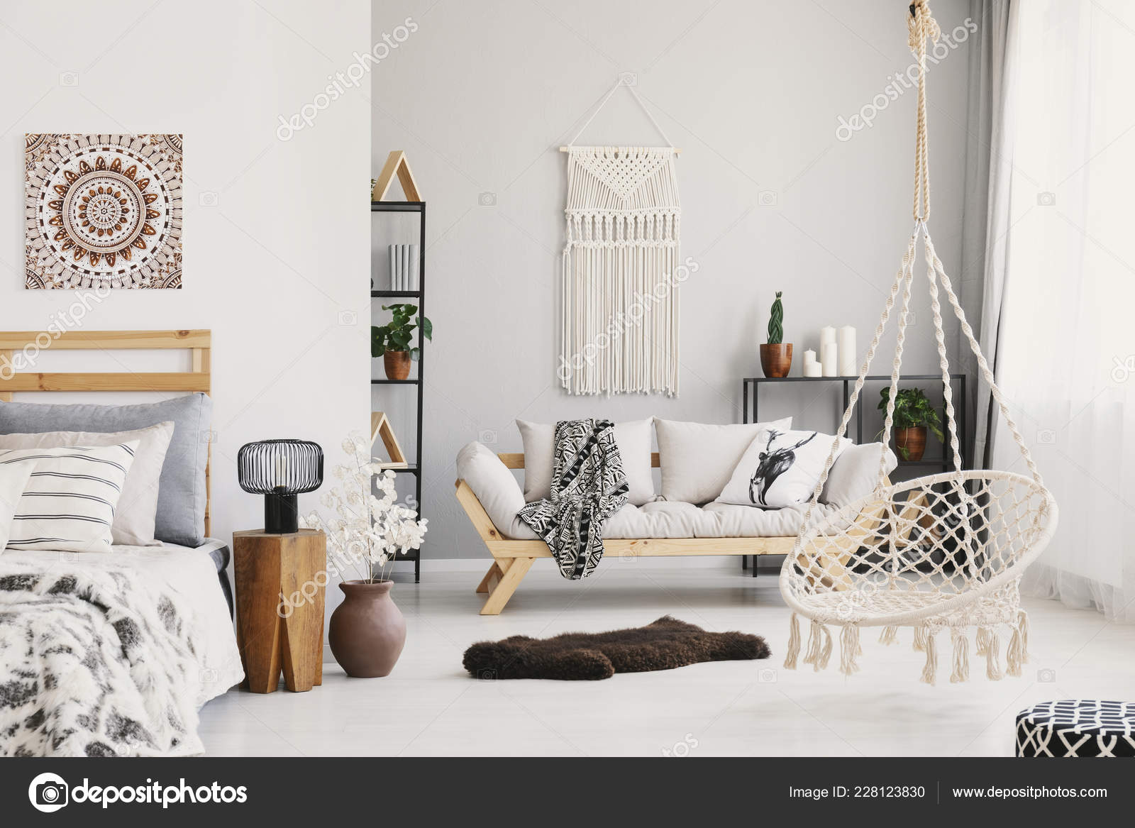 Intérieur Avec Beige Mur Lumineux Canapé Sur Salon Macramé OPXTiukZ