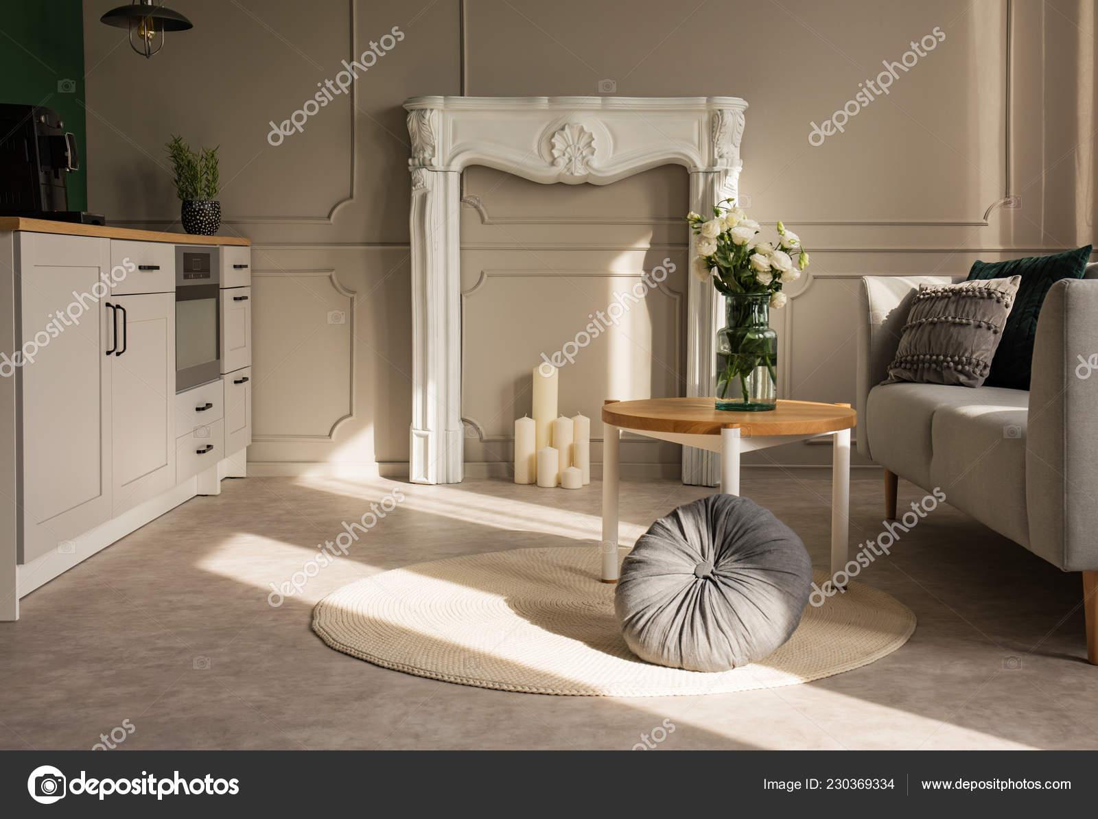 Grau Offene Küche Und Wohnzimmer Weißen Kamin Portal Mit ...