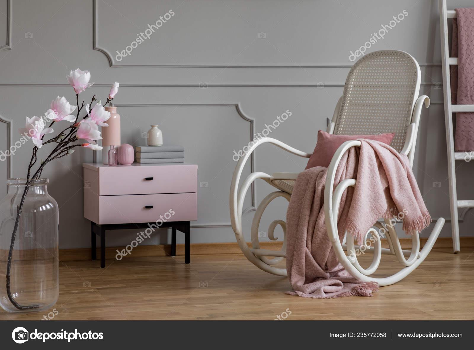 Fleurs Chaise Berçante Avec Couverture Gris Rose Salon ...