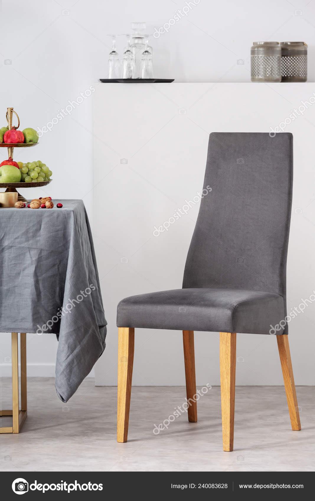 Stuhl Innenraum Esstisch Neben Grauer Weißen Modischen hdrsxtQC