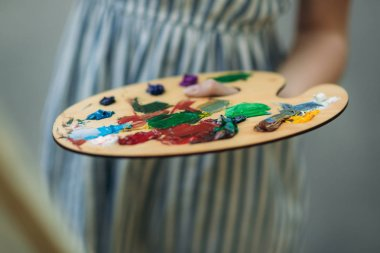 Palette with paints and spatula. Drawing a picture.