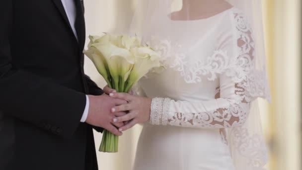 Vőlegény és a menyasszony esküszöm, hogy egymásnak a végtelen szerelem
