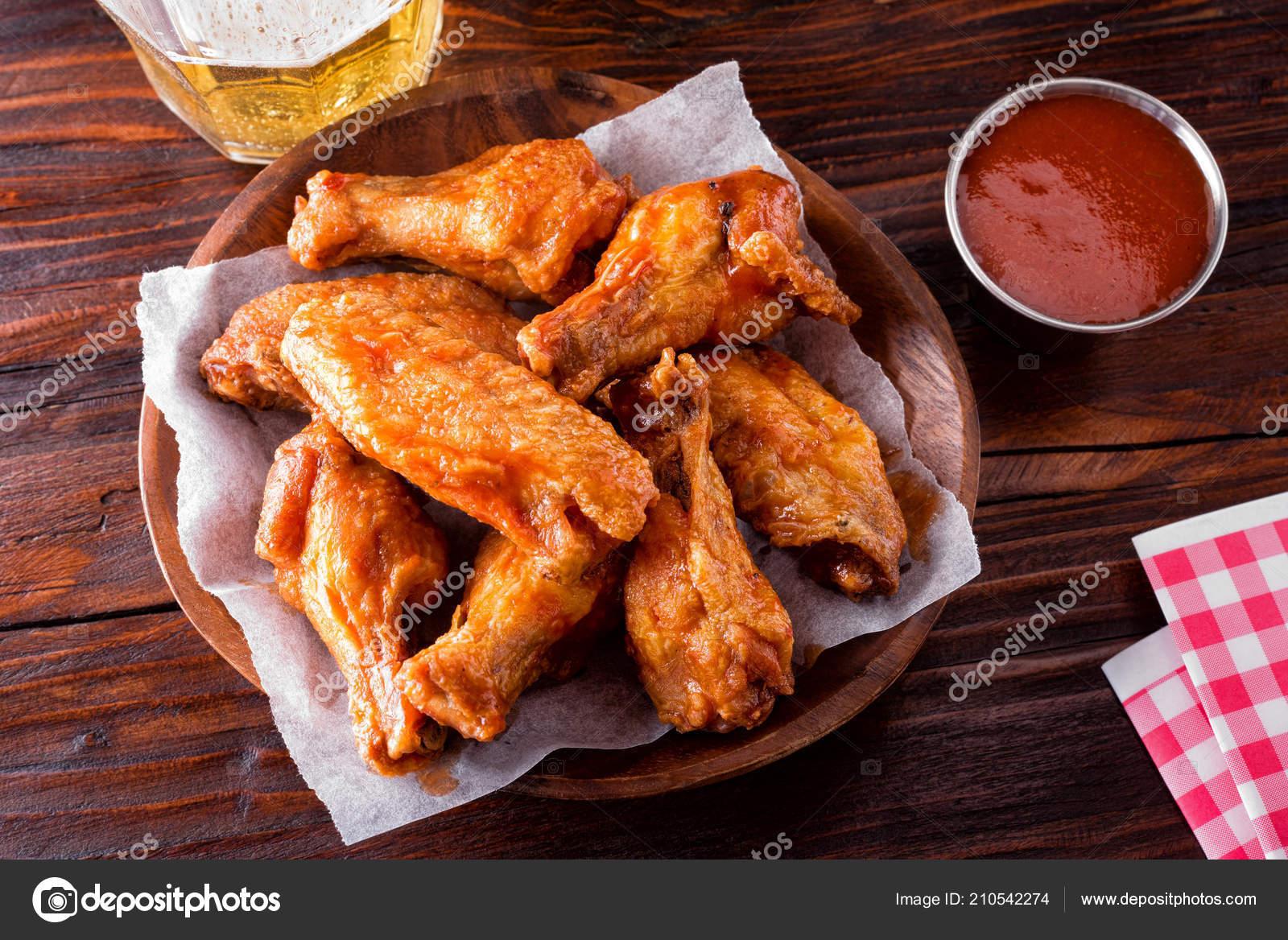 Serving Delicious Spicy Buffalo Chicken Wings Restaurant